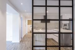puerta separadora acristalada